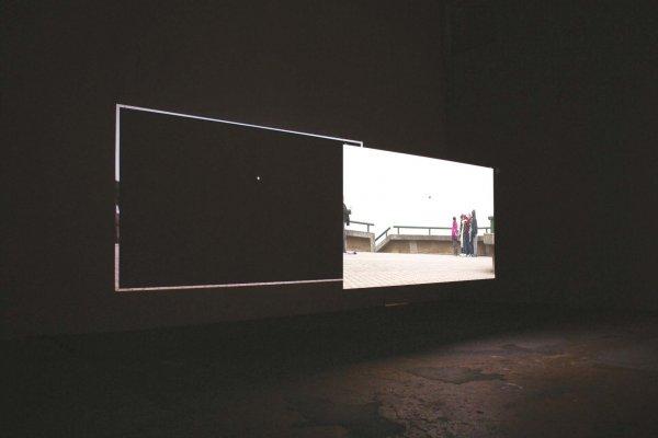 Bílá je když, 2012 pohled do instalace, videoprojekce, Galerie Kostka, Praha